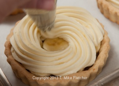 Piping pastry cream 3