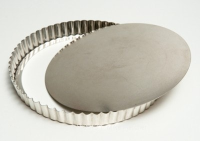 tart pan with removable bottom