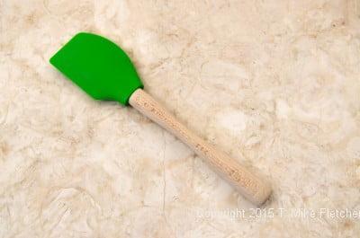 Heatproof spatula